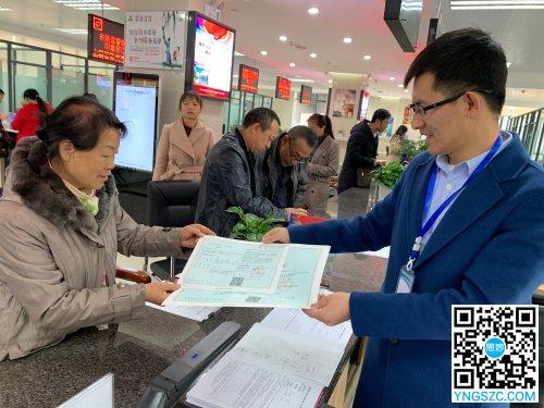 """2019年12月4日,安宁市场监管局发出全省第一张新系统上线后以""""告知承诺制""""办理的《食品经营许可证》"""
